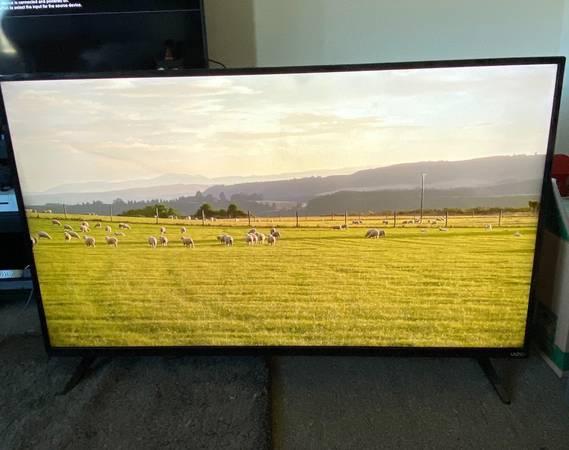 Photo 42 Vizio 4K Smart Tv - $550 (Lawrence)