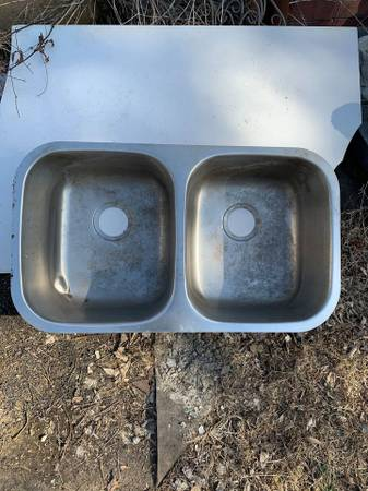 Photo Double Bowl Undermount Kitchen Sink.... 32 x 18 12 x 9-inch - $37 (Zona Rosa)