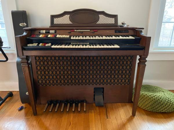 Photo FREE Conn Electric Organ - you haul (Lawrence - Barker Neighborhood)