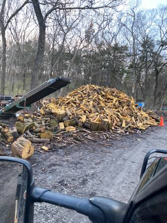 Photo Firewood done the honest way always in stock lots of hedge - $195 (Lawrence Douglas Co)