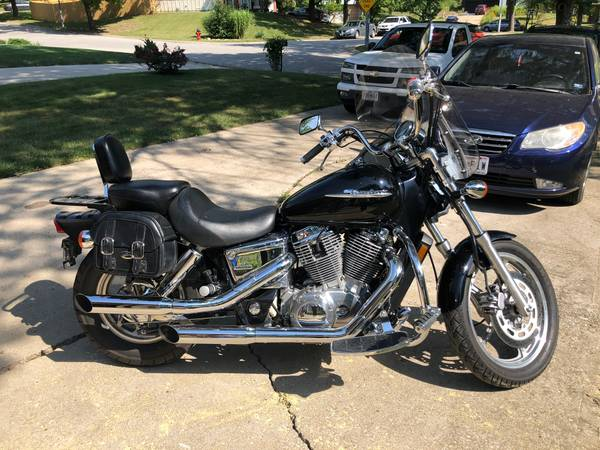 Photo Honda Shadow 1100 - $3,800 (Kansas City)