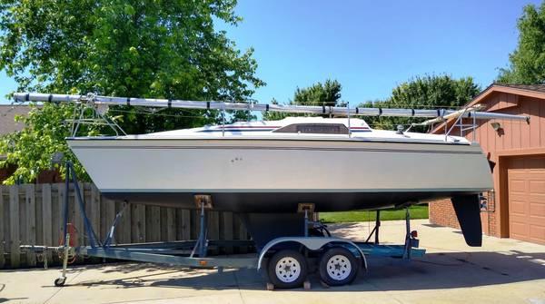 Photo Hunter 26.5 Sailboat with motor and trailer - $9,750 (McPherson, Ks)