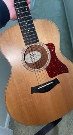 Photo Taylor GS Mini Mahogany Acoustic Guitar - $550 (Lawrence)
