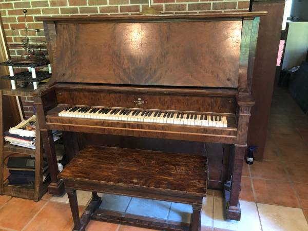 Photo Upright Antique Piano - PRICE REDUCED - $200 (Big Springs)