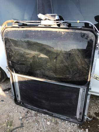 Photo 1999 to 2002 Lexus RX300 sunroof assembly - $99 (Mesquite)