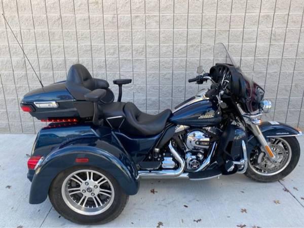 Photo 2016 Harley-Davidson FLHTCUTG Tri Glide Ultra - $25,981 (Harley-Davidson FLHTCUTG Tri Glide Ultra)