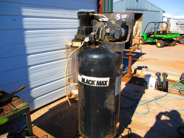 Photo BLACK MAX AIR COMPRESSOR - $325 (ALTUSHEADRICK OK)