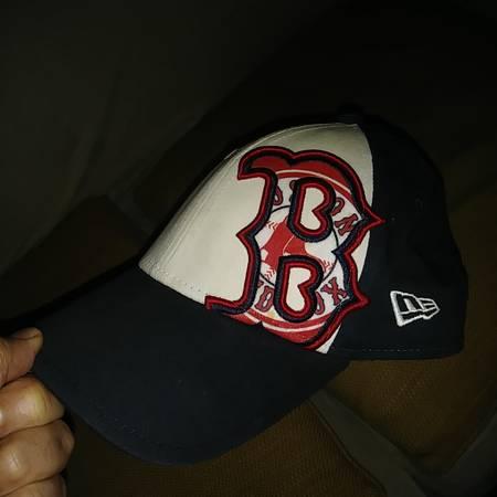 Photo BOSTON Red Sox Ball Cap  - $10 (S.irving)