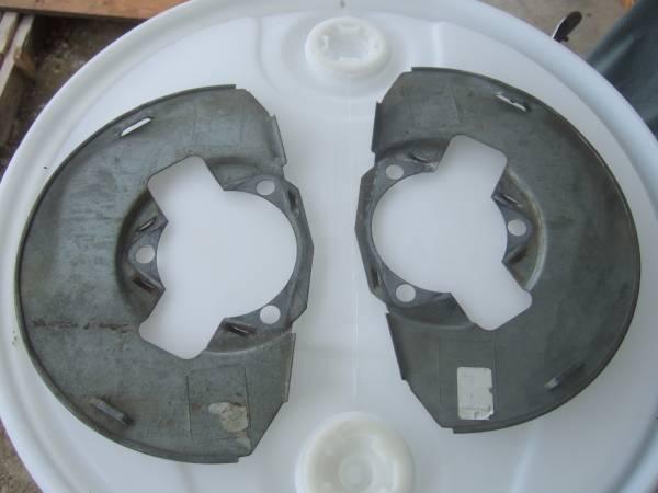 Photo 1999-2006 Chevy silverado Front Disc Brakes backing plates - $18 (lewiston)