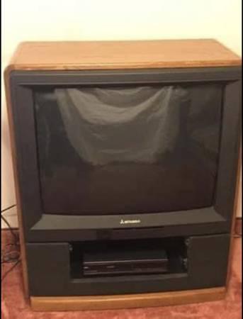 Photo 32 Mitsubishi TV In Oak Cabinet - $50 (Clarkston)