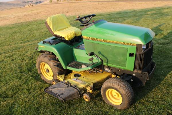 Photo John Deere 425 Garden tractor - $1,700 (LEWISTON)