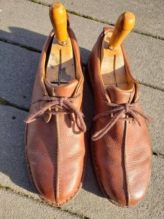 Photo Mens leather UGG Oxford shoes size 10.5 - $35 (Post Falls)