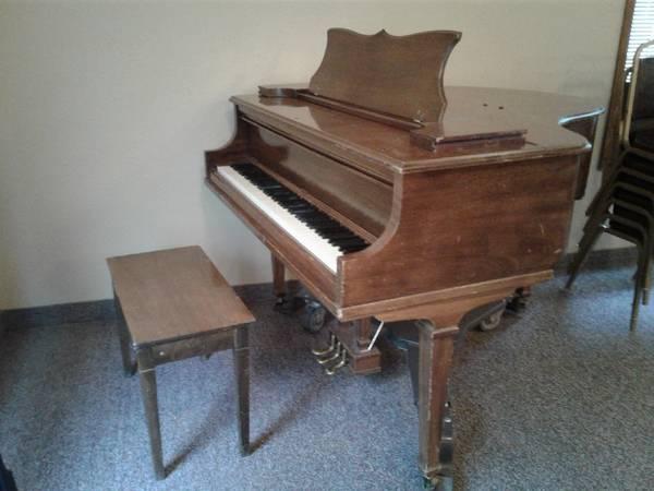 Photo Mini-grand piano - $400 (Lewiston, Idaho)