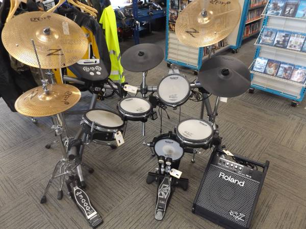 Photo ROLAND DRUM SET - 184845-1 - $999 (LEWISTON)