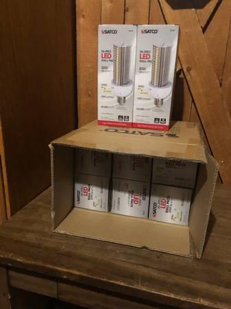 Photo Satco HI-PRO S8908 30W LED Hi-lumen directional l Bulb 3000K Mogul - $100 (Spokane Valley)