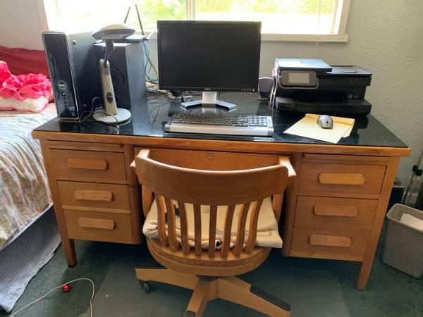 Photo Solid oak desk - $300 (Kamiah)