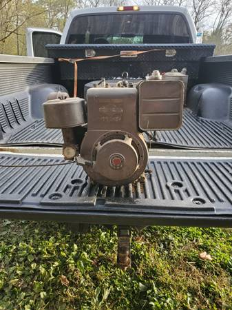 Photo 11hp briggs and stratton engine - $100 (Lawrenceburg)