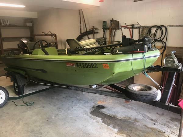 Photo 1639 Fishing boat, trailer, 40 HP Evinrude - $1,750 (Richmond)
