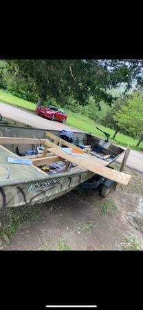 Photo 18 foot Lowe jon boat - $3,800 (Bighill)