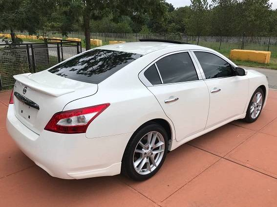 Photo 2011 Nissan Maxima SV white - $1400