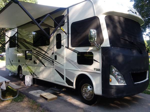 Photo 2018 Thor ACE 30.4 Motorhome Reduced - $80000 (Russell Springs)