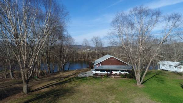 Photo Beautiful log home right on the river and close to the new Marina Rowe (Lake Cumberland)
