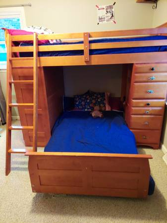 Photo Bunk bed with desk and drawers - $400 (Versailles)
