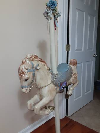 Photo Carousel Horse on pedestal, excel cond - $35 (jeffersonville, IN)