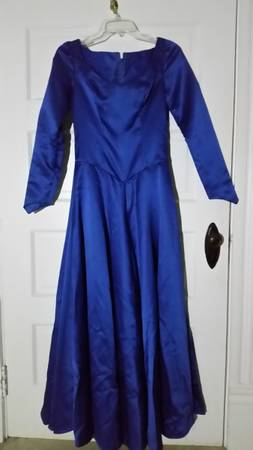 Photo Costume - women39s renaissance gown  cape - $65 (Georgetown, KY)