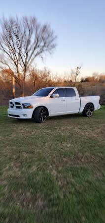 Photo Dodge ram 150 - $16,000 (versailles)