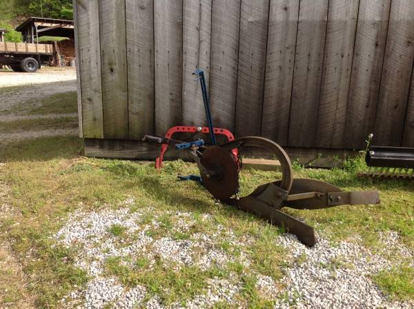 Photo Farmall Cub Plow and Draw Bar - $200 (Powell County)