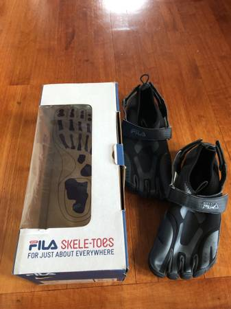 Photo Fila Skele-Toes Black Pewter Mens Running Shoes Size 9 New With Box - $38 (Lexington)