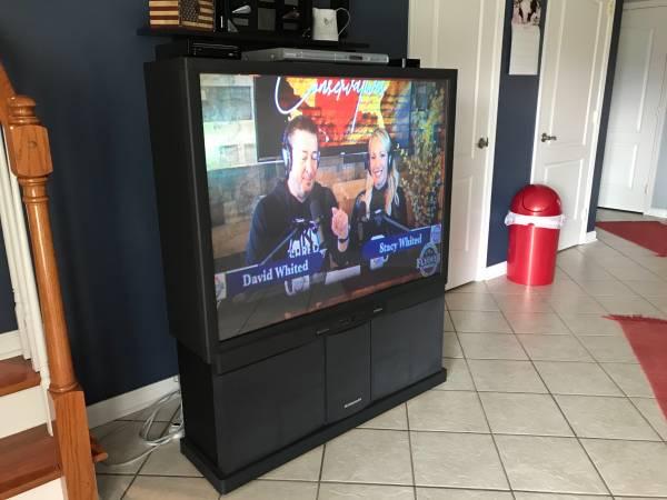 Photo Hitachi Ultravision Big Screen TV (Salvisa)