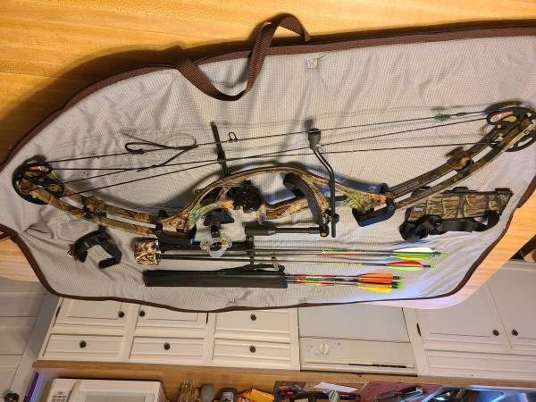 Photo Hoyt ZR 100 Ultra Sport Bow-OBO - $200 (Lexington)
