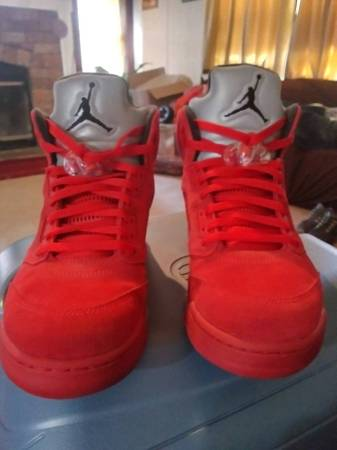 Photo Jordan Retro 5s red suede - $250 (Winchester Ky)