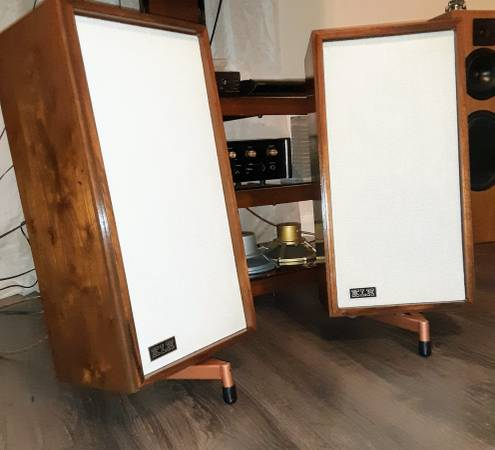 Photo KLH Model 20 vintage speakers restored - $125 (Somerset)