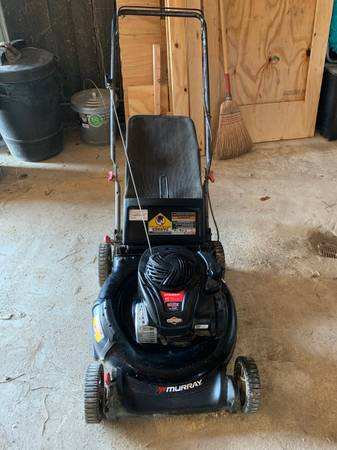 Photo Murray push lawn mower - $100