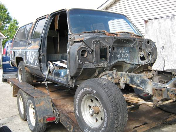 Photo Parting Out 1987 Chevy Suburban - $1 (Richmond, Ky)