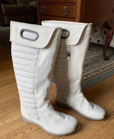 Photo Patagonia womens Fiona Natural Primaloft womens boots, sz 10 - $50 (Richmond)