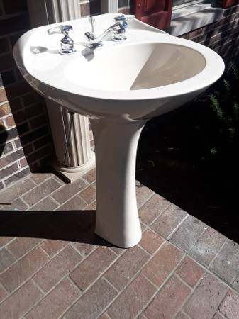 Photo Pedestal Sink - $150 (Danville, KY)