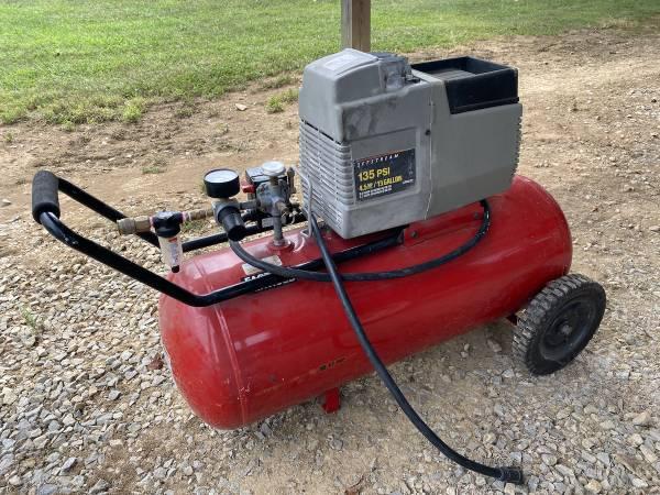 Photo Porter Cable Jet Stream 4.5HP 15 GALLON Air Compressor - $250