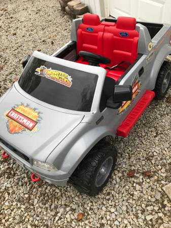 Photo Power Wheels Ford F150 - $250 (Lawrenceburg, KY)