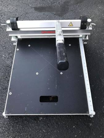 Photo Roberts 18 inch Multi floor guillotine cutter - $205 (Winchester)
