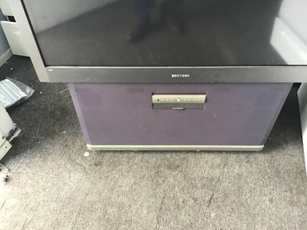 Photo Samsung Big Screen Tv - $100 (Winchester kentucky)