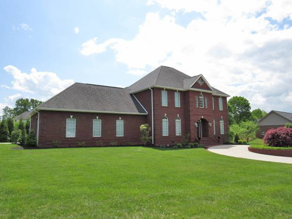 Photo Spectacular 2 story brick home in Lake Forest (Lake Cumberland)