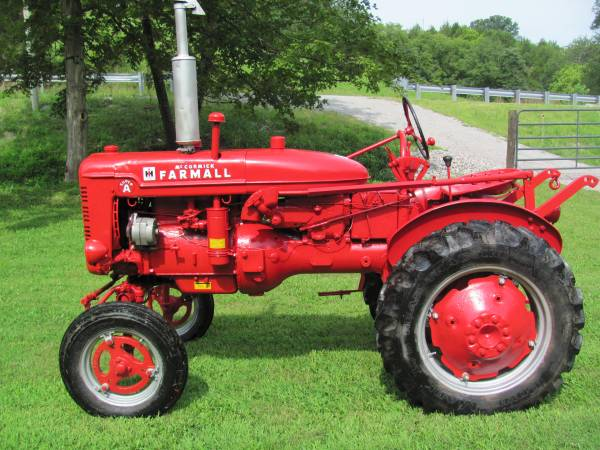 Photo Super A Farmall Tractor - $2,000 (Frankfort,ky)