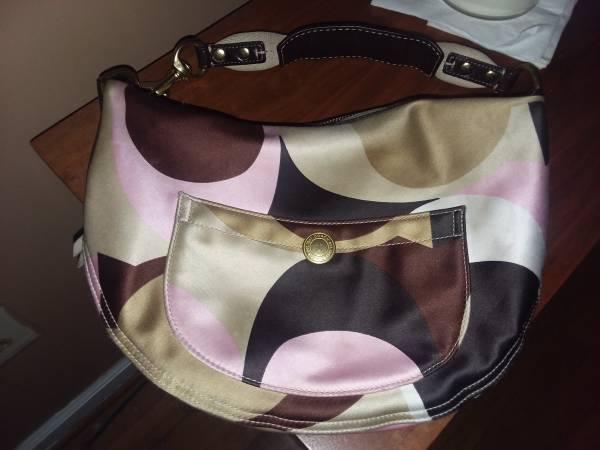 Photo Womens Hansbag (Coach) - $35 (Versailles)