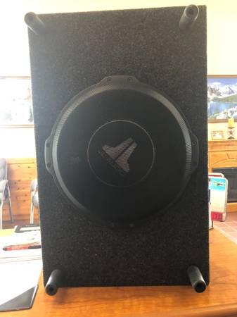 Photo 12 inch JL audio sub 12TW3-D4 - $300 (Lima)