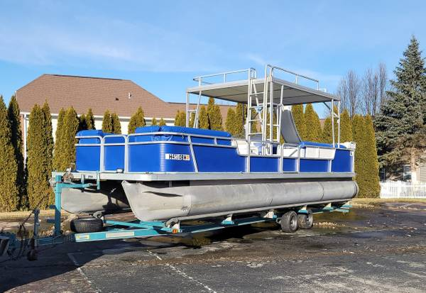Photo 28ft Pontoon Boat with trailer - $12,000 (Dayton)