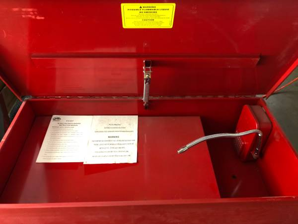Photo 40 gallon parts washer - $175